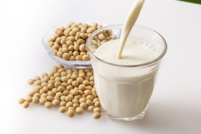 Sữa đậu nành 'ngon - bổ - rẻ' nhưng uống sai cách dễ gây bệnh