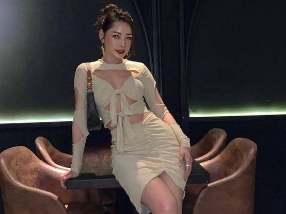 Chi Pu diện váy hở chân ngực, khoe trọn vòng eo thon gọn