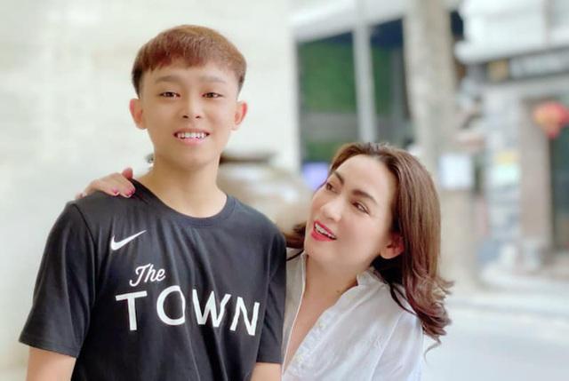 Phi Nhung: Suốt cuộc đời tôi vẫn là mẹ của Hồ Văn Cường